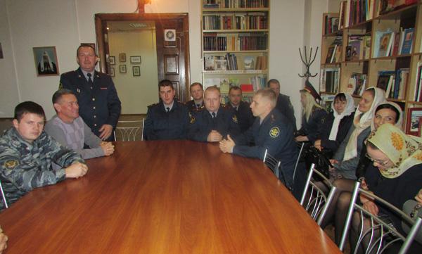Сотрудники ИК-4 на встрече со священником